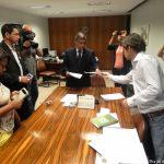 Entidades civis entregam representação contra relator do Código de Mineração (2014)