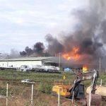 Galpão de almoxarifado de mineradora pega fogo em Paracatu