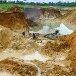 Projeto suspende norma do governo que tornou mineração serviço essencial